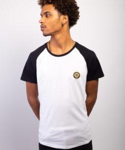 T-shirt Bio raglan bicolore homme, manches courtes, écusson sheilla dieudonne de couleur or brodé à Paris